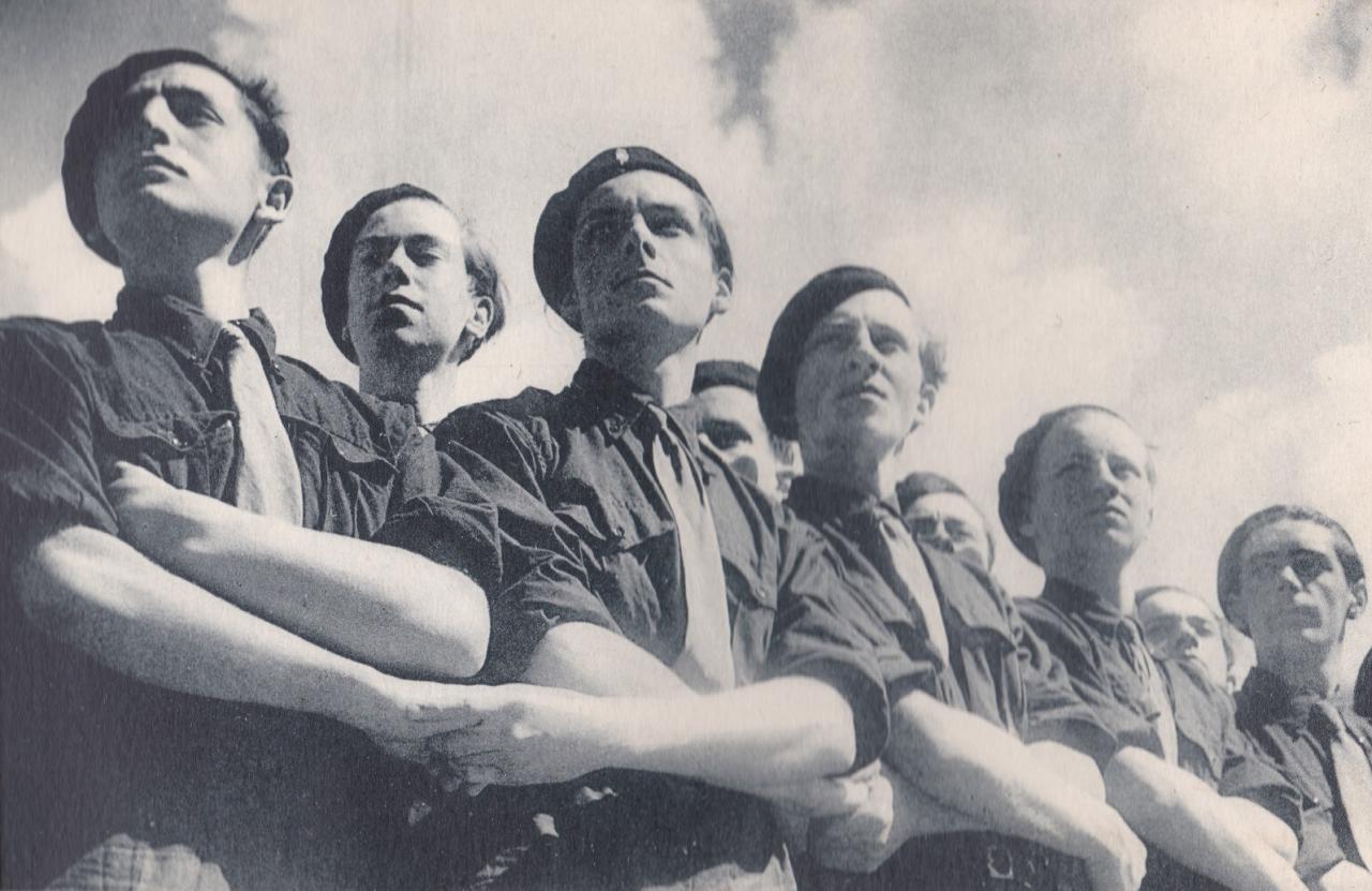 Les Compagnons de France au camp : Unis pour servir