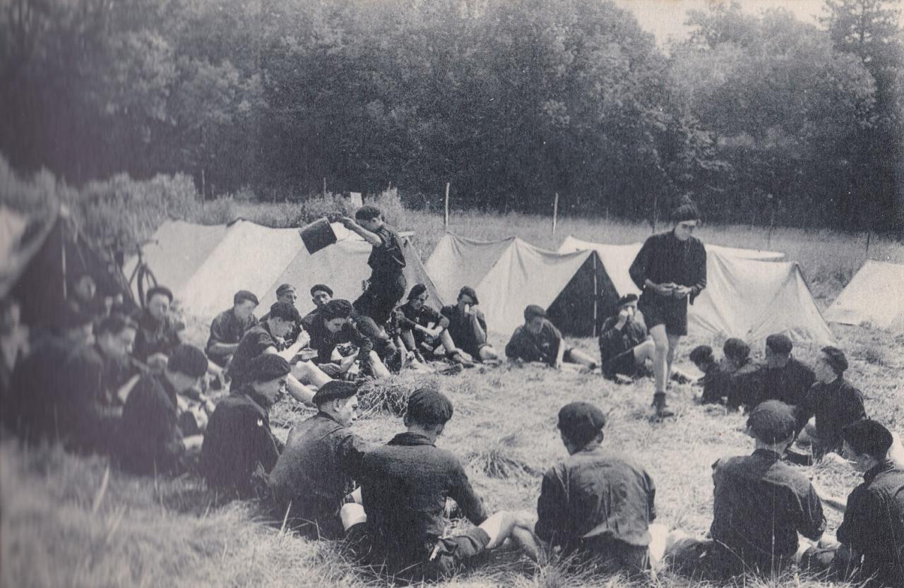 Les Compagnons de France au camp : Bon appétit